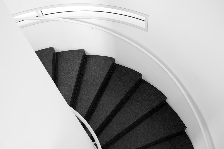 Caroljobe - Arquitectura creativa Barcelona edificio Macba (Museo de arte contemporáneo de Barcelona) vista escaleras