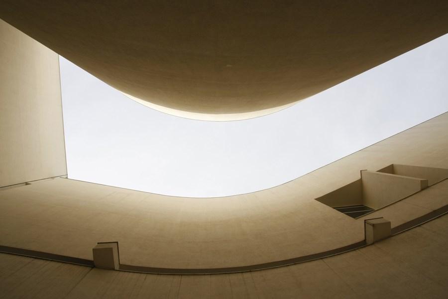 Caroljobe - Arquitectura creativa Barcelona edificio Macba (Museo de arte contemporáneo de Barcelona) vista exterior