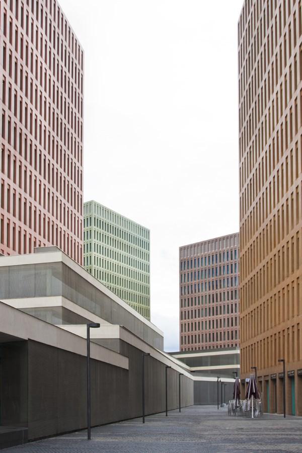 Caroljobe - Arquitectura creativa Barcelona edificio Cuidad de la Justicia