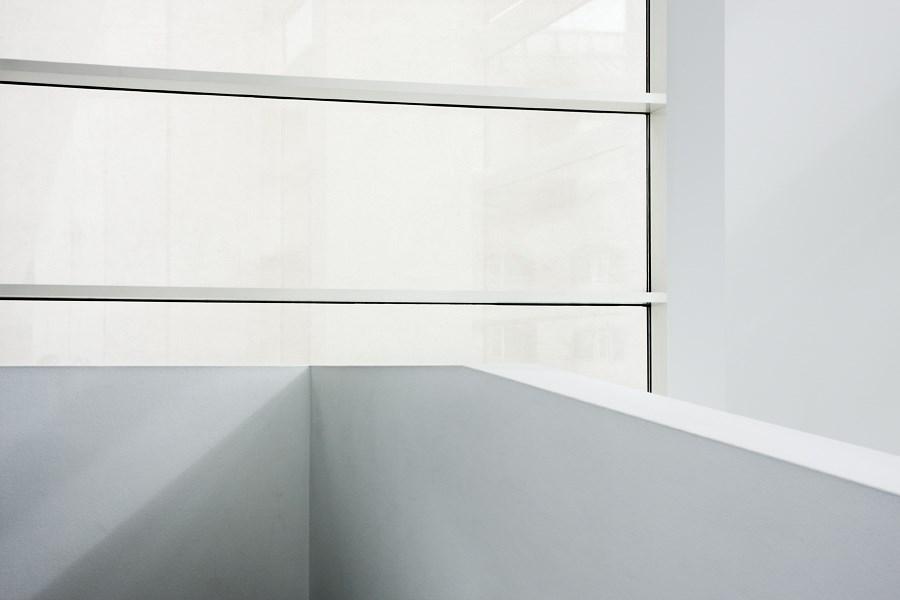 Caroljobe - Arquitectura creativa Barcelona edificio Macba (Museo de arte contemporáneo de Barcelona) ventana