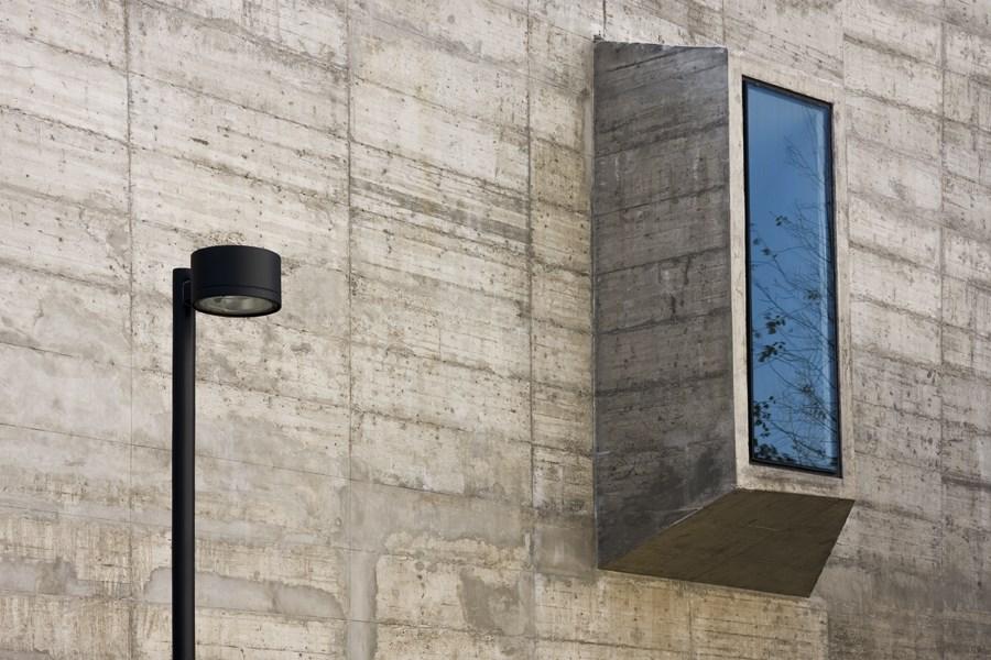 Caroljobe - Arquitectura creativa Barcelona edificio Poblenou farola