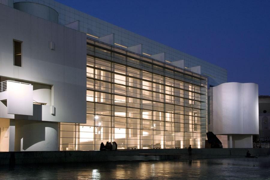 Caroljobe - Arquitectura creativa Barcelona edificio Macba (Museo de arte contemporáneo de Barcelona) noche